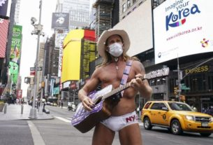 times-square's-lonesome-'naked-cowboy'-still-playing-his-tunes