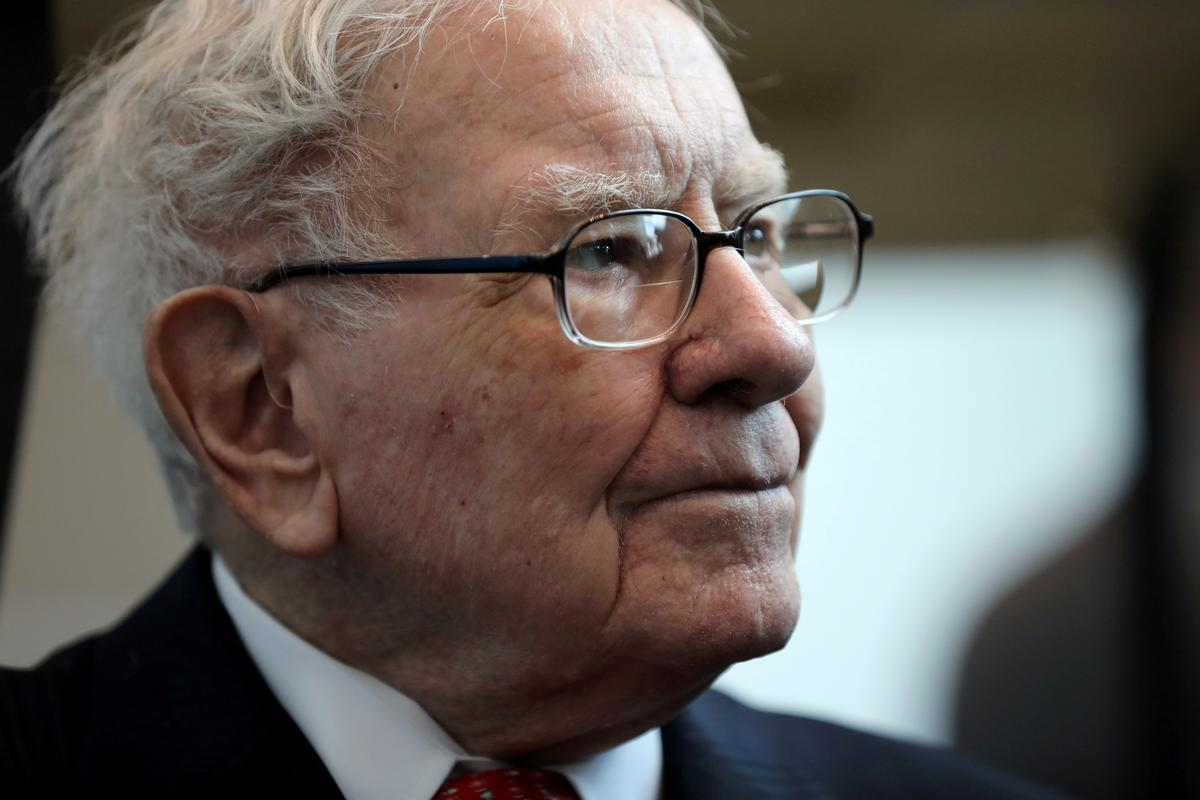 us.-airline-shares-tumble-as-buffett-sell-off-adds-to-worries