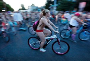 organizers-of-portland's-naked-bike-ride-encourage-participants-to-carry-on-by-themselves