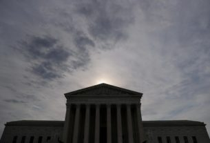 divided-us.-supreme-court-wraps-up-arguments-on-trump-financial-records