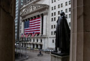 s&p-500-dips-on-fears-of-virus-resurgence-in-economic-reopening
