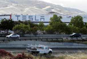 trump-wants-california-to-let-automaker-tesla-reopen-assembly-plant
