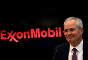 climate-activists-up-stakes-at-exxon,-backing-calls-for-independent-board-chairman