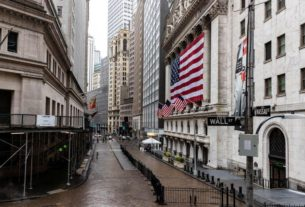 wall-street-falls-on-powell's-grim-outlook