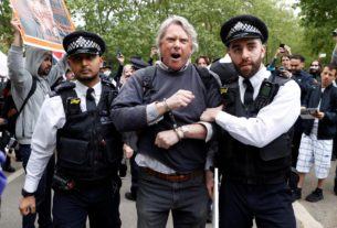 british-police-arrest-19-at-london-protest-against-social-distancing