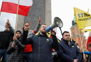 police-use-tear-gas-on-polish-protestors-demanding-businesses-reopen