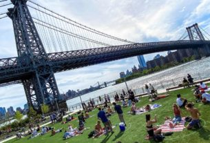 beaches,-parks-busy-as-europe-heat-wave-and-us.-spring-test-new-coronavirus-rules