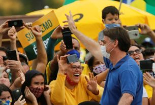 bolsonaro-snaps-photos-with-kids-at-brazil-protest-defying-health-advice