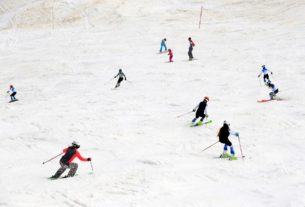 skiers-return-to-slovenian-resort-after-lockdown-eases