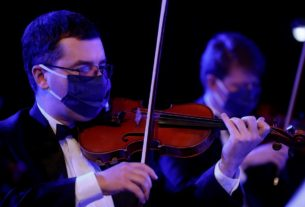 masked-ukrainian-orchestra-makes-concert-recording-as-lockdown-eases