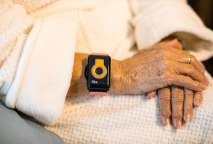 elderly-home-turns-to-wearables-for-contact-tracing,-sidestepping-apple-google-limits