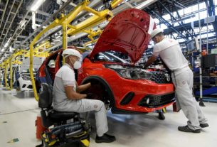 at-fiat-chrysler's-brazil-plant,-production-resumes-with-safety-checks