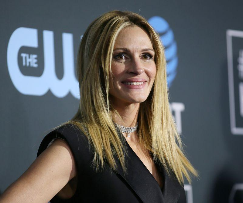 julia-roberts,-other-stars-hand-over-social-media-spotlight-to-health-experts