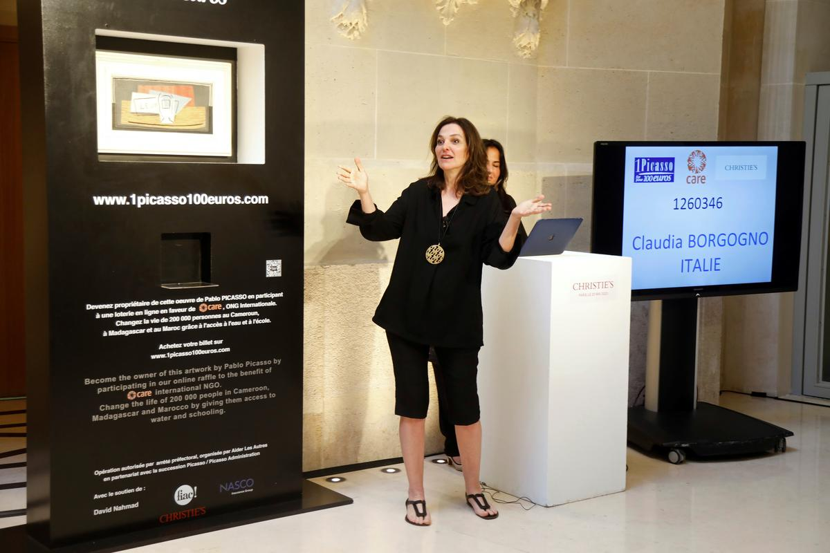 italian-woman-wins-picasso-painting-in-french-charity-raffle