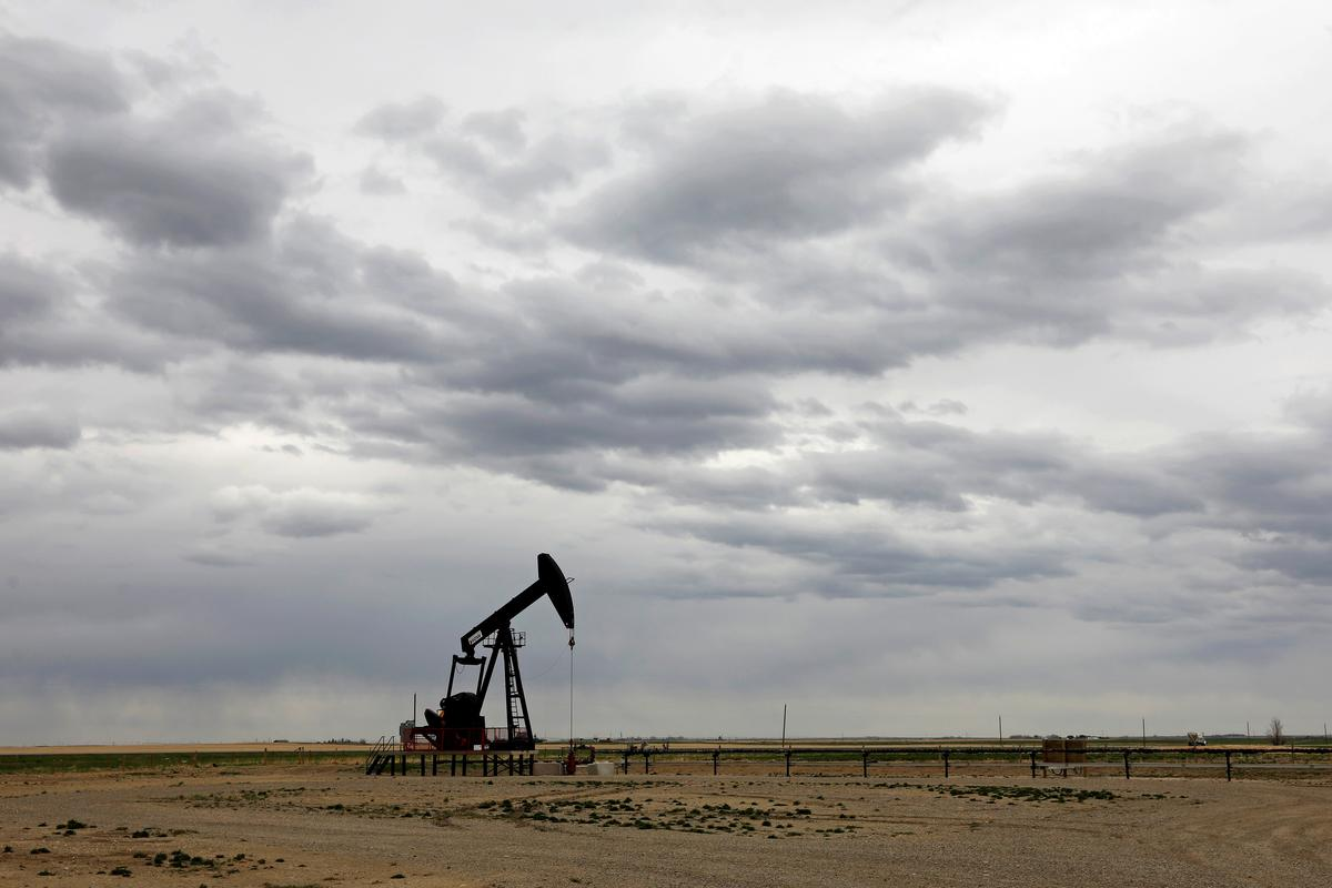 oil-falls-on-china-us.-tensions,-energy-demand-doubts