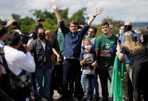 bolsonaro-joins-protesters-as-brazil-political-scandal-heats-up-amid-pandemic