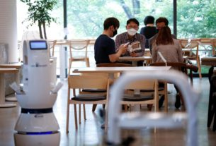 south-korean-cafe-hires-robot-barista-to-help-with-social-distancing