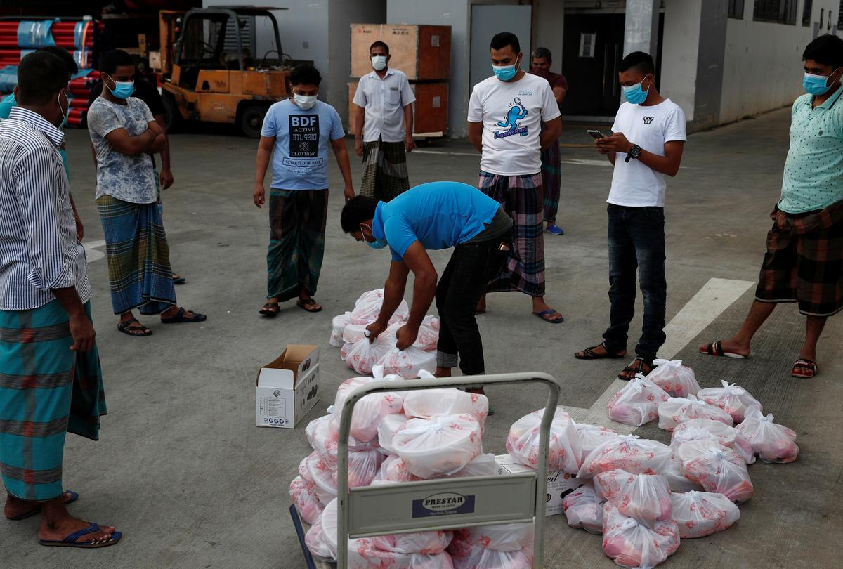 singaporean-cooks-up-eid-feast-for-migrant-workers-in-lockdown