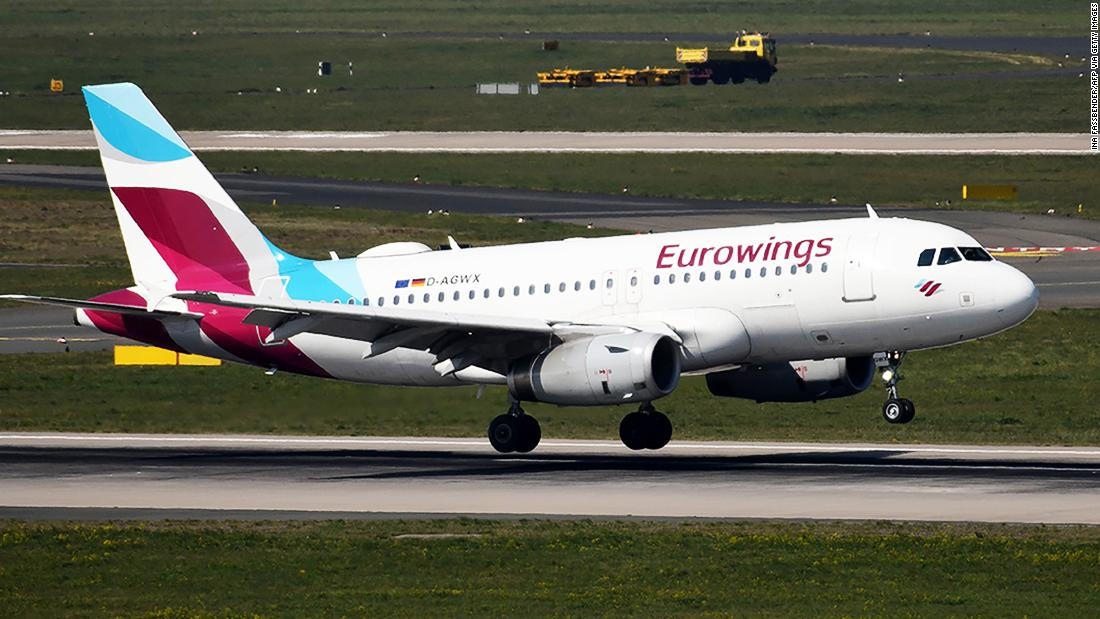 airline-resumes-flights-to-italy-(but-turns-around-when-airport's-shut)