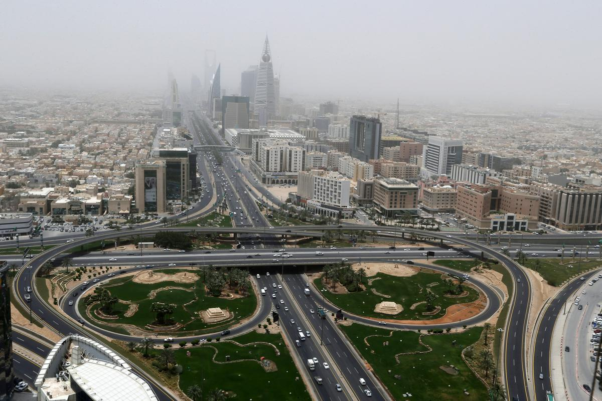 total-number-of-coronavirus-cases-in-gulf-arab-states-surpasses-200,000:-reuters-tally