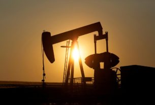 oil-rises-as-higher-us.-refinery-rates-offsets-surprise-crude-build