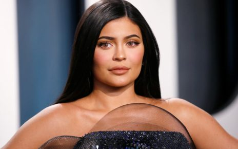 kylie-jenner-is-not-a-billionaire,-forbes-magazine-now-says