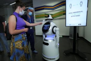 covid-19-robot-patrol-rolled-out-in-belgian-hospitals