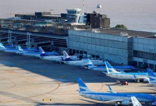 argentina-flag-carrier-aerolineas-seeks-to-suspend-workers'-contracts