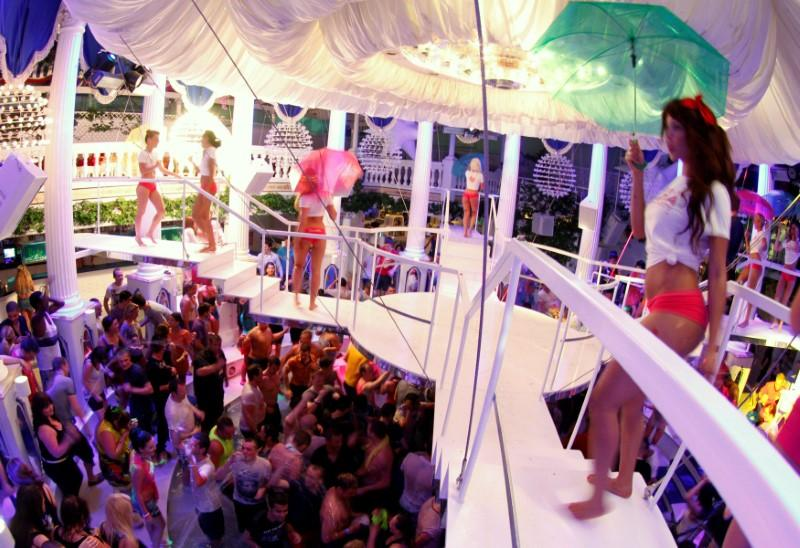 spanish-nightclub-industry-draws-up-code-to-allow-safe-partying