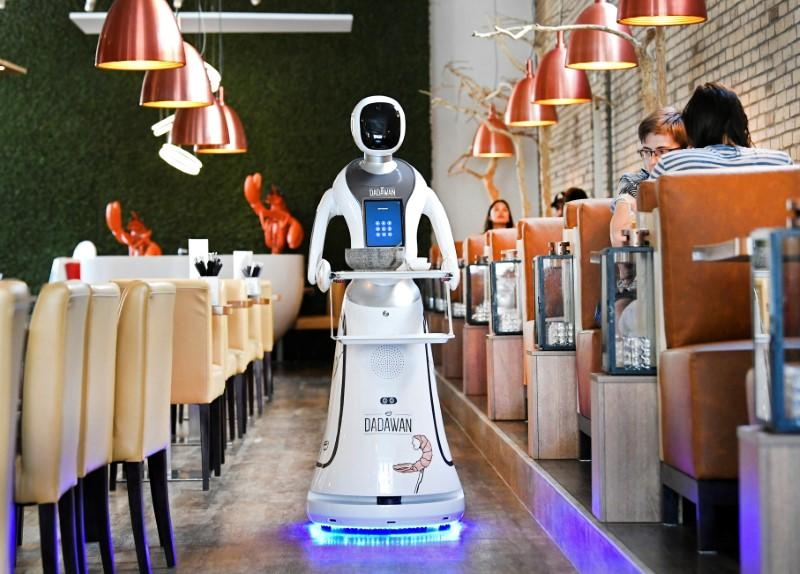 robots-dish-out-the-drinks-at-reopened-dutch-restaurant