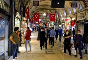 turkey-not-planning-keeping-weekend-stay-at-home-order-as-virus-curbs-ease