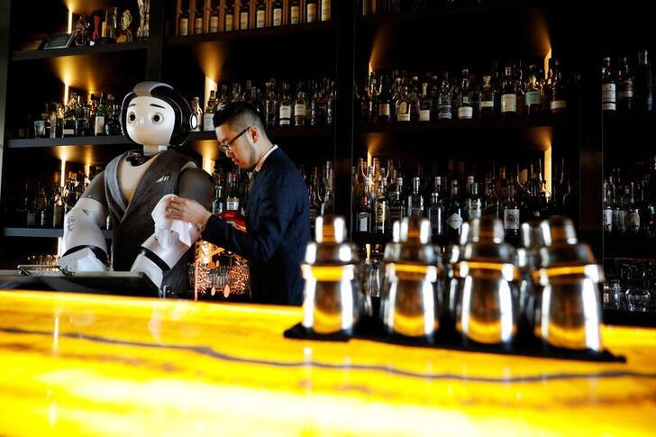 a-robot-walks-into-a-bar,-helps-make-a-cocktail