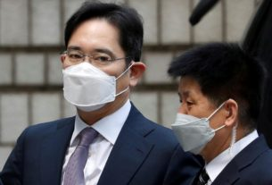samsung-leader-appears-in-court,-waits-to-hear-if-he'll-be-jailed-again