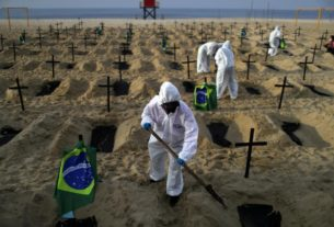 graves-dug-in-rio-beach-to-protest-handling-of-covid-19-pandemic