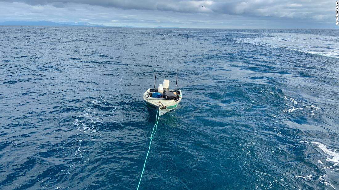 teen-rescued-trying-to-cross-new-zealand's-south-and-north-islands-in-dinghy-at-night