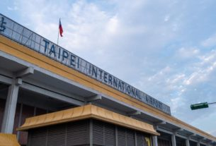 taiwan-airport-offers-'pretend-to-go-abroad'-airport-tours-amid-covid-19-pandemic