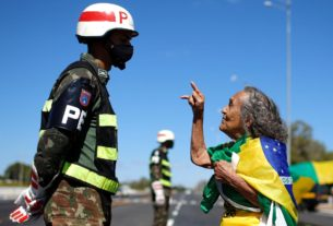 governor-shuts-streets-in-brasilia-to-stop-protesters-reaching-congress,-supreme-court
