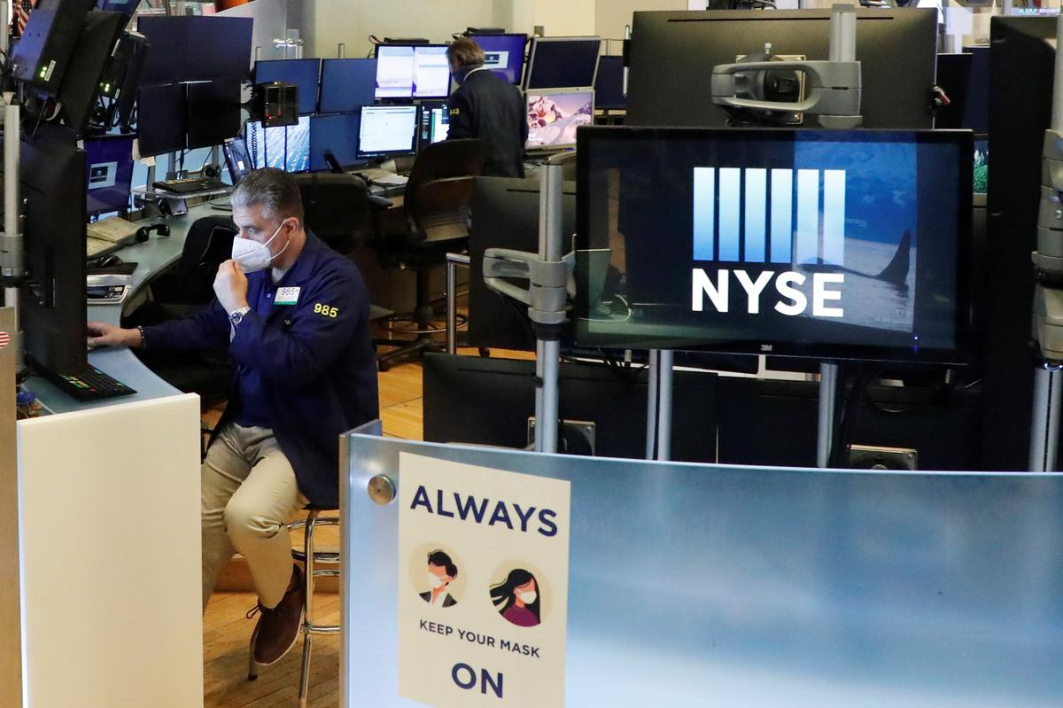wall-street-closes-higher-on-signs-of-economic-recovery