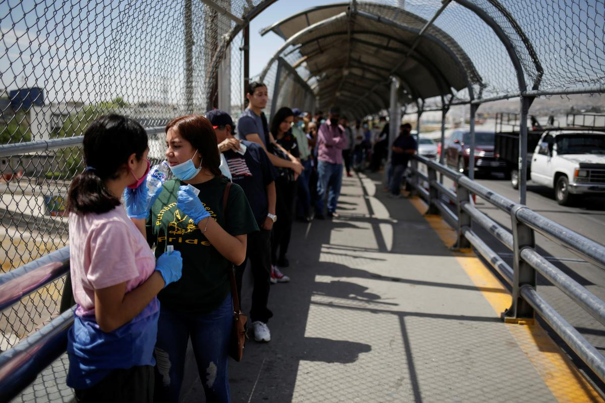 us.-extends-non-essential-travel-restrictions-with-canada,-mexico