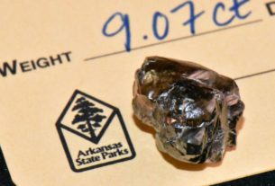 arkansas-man-finds-9-carat-diamond-at-crater-of-diamonds-state-park