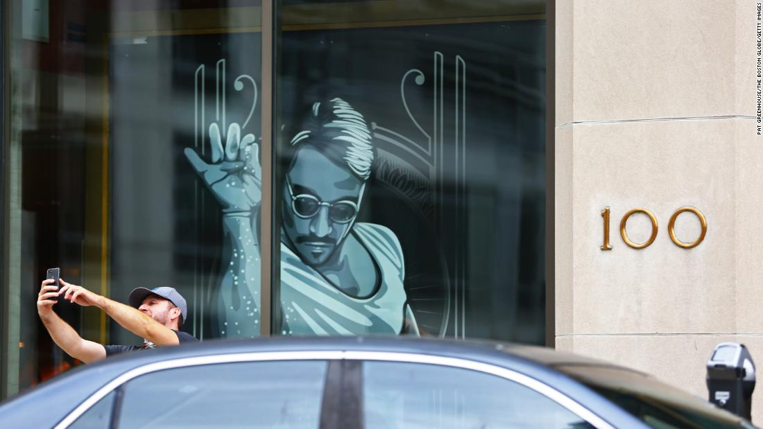 boston's-'salt-bae'-restaurant-fails-covid-19-safety-regulations-and-must-close,-city-says