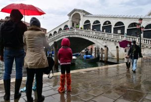 venice-holds-back-the-water-for-first-time-in-1,200-years