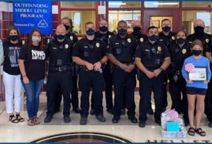 school-resource-officers-get-a-special-gift-from-sixth-grade-student