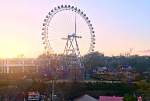 japanese-theme-park-lets-you-co-work-from-the-ferris-wheel