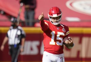 watch:-the-best-throw-of-patrick-mahomes'-nfl-career-didn't-count