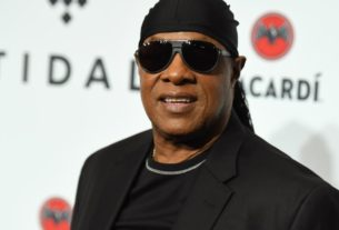 stevie-wonder-leaves-motown-and-releases-two-new-songs