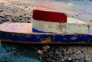 a-tiny-boat-was-discovered-on-a-remote-beach-27-years-after-it-was-launched-by-teachers