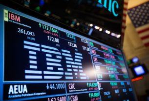 ibm-revenue-beats-estimates,-buoyed-by-growth-in-cloud-sales