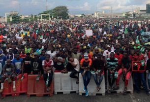 eyewitnesses-say-nigerian-forces-opened-fire-on-protesters-in-lagos