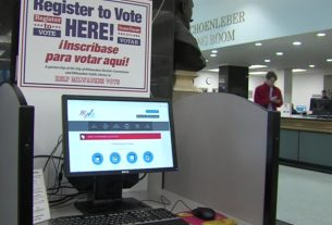 library-employees-help-during-pandemic,-election
